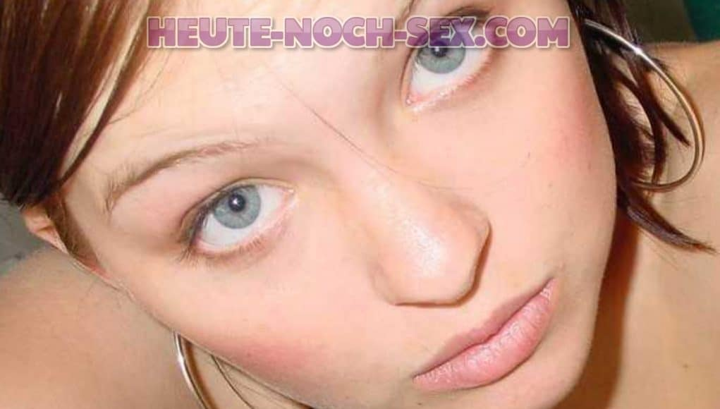Die Lustmuschi aus Krefeld steht auf Oralsex.
