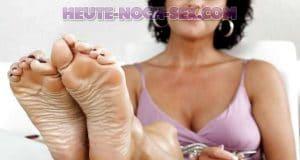 Bitte verwöhne meine Milf Füße bei einem Sex Date in Aachen.